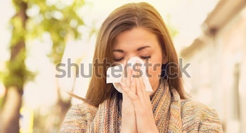 woman-allergy-symptoms-blowing-nose-600w-670193734-2